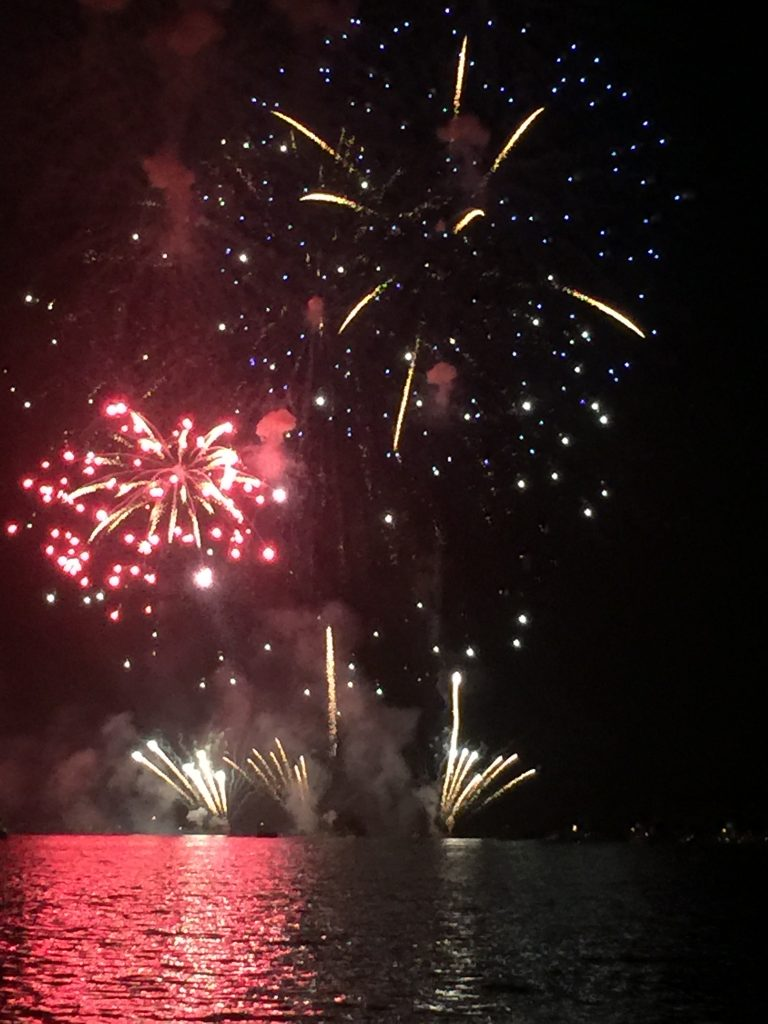 fireworks-at-devils-lake